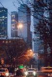 Vista das ruas de nivelamento de Moscou e de Moskva-Siti no fundo, Rússia fotografia de stock