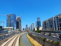 Vista das ruas de Tel Aviv Atração turística da cidade verão de 2018 imagens de stock