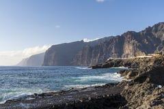Vista de acantilados grandes en Tenerife foto de archivo