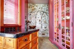 Vista de acessórios cor-de-rosa do armazenamento Imagem de Stock Royalty Free