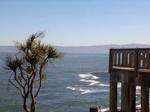 Vista de Alcatraz, San Francisco - penitenciária do Estados Unidos imagens de stock royalty free