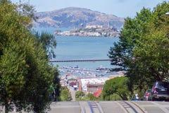 Vista de Alcatraz y del puerto Fotos de archivo libres de regalías