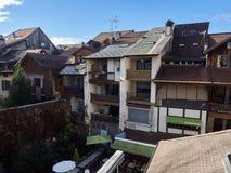 Vista de algumas casas em Annecy foto de stock