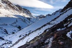 Vista de altas montañas Foto de archivo