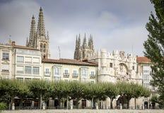Vista de Arco de Santa Maria e a catedral da cidade de Burgos, Espanha Imagens de Stock