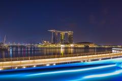 Vista de areias de Marina Bay na noite em Singapura Foto de Stock Royalty Free