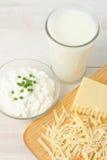 Vista de arriba de la leche fresca y de los productos lácteos Fotos de archivo libres de regalías