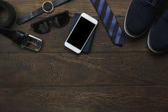 Vista de arriba de la moda accesoria de los hombres con concepto de la tecnología Imágenes de archivo libres de regalías