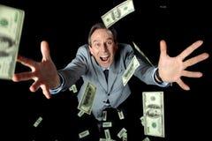 Vista de arriba de los billetes de banco de cogida del dólar del hombre de negocios emocionado Foto de archivo libre de regalías
