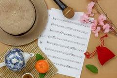 Vista de arriba del fondo chino y lunar del concepto de la hoja del Año Nuevo y de música Imágenes de archivo libres de regalías
