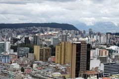 Vista de arriba de la nueva sección de Quito, Ecuador imagenes de archivo