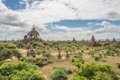 A vista de Bagan a terra do pagode em Myanmar fotos de stock
