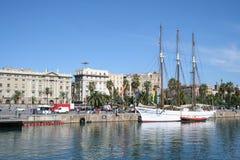 Vista de Barcelona de la playa Fotografía de archivo libre de regalías