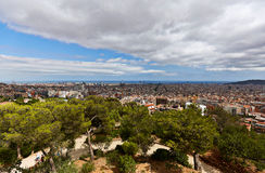 Vista de Barcelona del parque Guell Imágenes de archivo libres de regalías