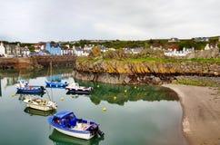 Vista de barcos en el puerto de Portpatrick Foto de archivo