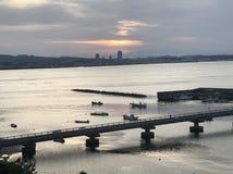 Vista de barcos de pesca na baía do Tóquio fotografia de stock