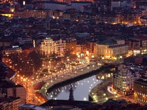 Vista de Bilbao no crepúsculo fotografia de stock