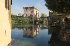 Vista de Borghetto, sul Mincio de Valeggio, Verona, Itália Fotografia de Stock Royalty Free