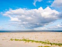 Vista de Boschplaat na ilha de Terschelling à tomada maré carregada imagens de stock