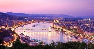 Vista de Budapest con Danubio Imágenes de archivo libres de regalías