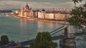 Vista de Budapest con el parlamento Fotos de archivo