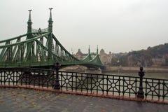 Vista de Budapest em um dia chovendo obscuro fotografia de stock