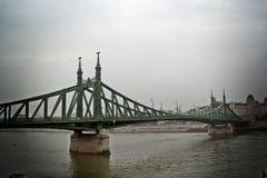 Vista de Budapest em um dia chovendo obscuro imagens de stock royalty free