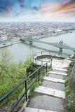 Vista de Budapest y del río Danubio de la colina de Gellert Foto de archivo libre de regalías