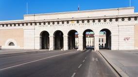 Vista de Burgtor del anillo del Burg en la ciudad de Viena fotos de archivo