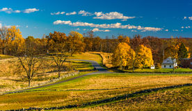 Vista de campos de batalla y del color del otoño en Gettysburg, Pennsylvani foto de archivo