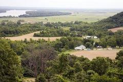 Vista de campos y del río Fotos de archivo