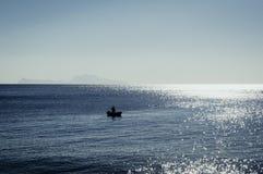 Vista de Capri de la orilla del mar de Nápoles imágenes de archivo libres de regalías