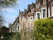 Vista de casas colgantes en Northampton foto de archivo libre de regalías