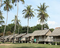 Vista de casas de planta baja de madera en la isla del conejo Imagen de archivo libre de regalías