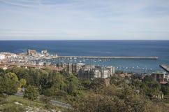 Vista de Castro Urdiales em Cantábria oriental, nort foto de stock