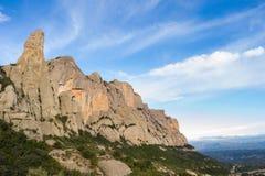 Vista de Cavall Bernat y de Sant Jeroni. Montserrat. Foto de archivo libre de regalías