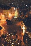 Vista de Charles Bridge ao quadrado pequeno em Praga imagens de stock
