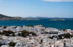 Vista de Chora Mykonos e o mar Mediterrâneo Foto de Stock