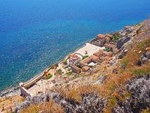 Vista de cima da vila murada medieval de Monemvasia, Grécia imagens de stock