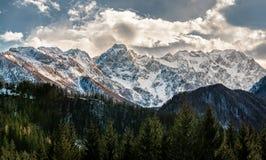 Vista de cumes eslovenos imagem de stock royalty free