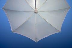 Vista de debaixo do guarda-chuva Imagem de Stock