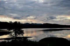 Vista de delanteras, de recursos hídricos y de montañas Imagen de archivo libre de regalías
