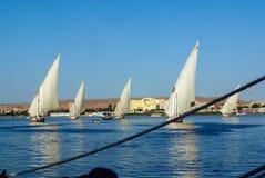 Vista de diversos barcos de navigação típicos de Nile River, Fotos de Stock Royalty Free