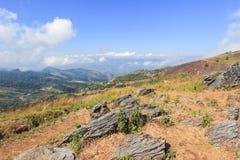 Vista de Doi Pha Tang, distrito de Wiang Kaen, Chiang Rai, Tailândia fotografia de stock