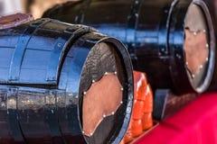 Vista de dois tambores do vinho no mercado tradicional imagem de stock royalty free