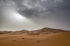 Vista de dunas de Chebbi do ERG em Morroco- Sahara Desert Imagem de Stock Royalty Free
