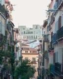 Vista de edificios en la vecindad Madrid, España de Malasaña foto de archivo libre de regalías