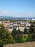 Vista de Edimburgo, de príncipes Rua Jardim de Escócia e de estreptococo da rainha Fotografia de Stock