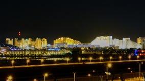 Vista de Eilat en la noche fotos de archivo