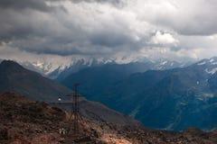 Vista de Elbrus, o Cáucaso, Rússia Fotografia de Stock